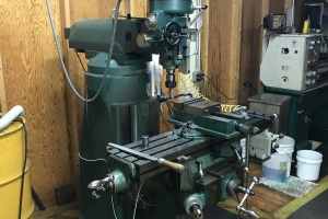 Item 1010- 2012 GRIZZLEY G9901 VERTICAL MILLING MACHINE: $3,840